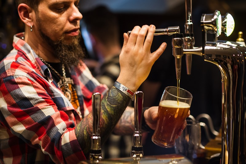 craft beer rising pouring pint